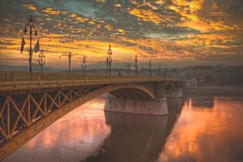 Bridging Buda and Pest